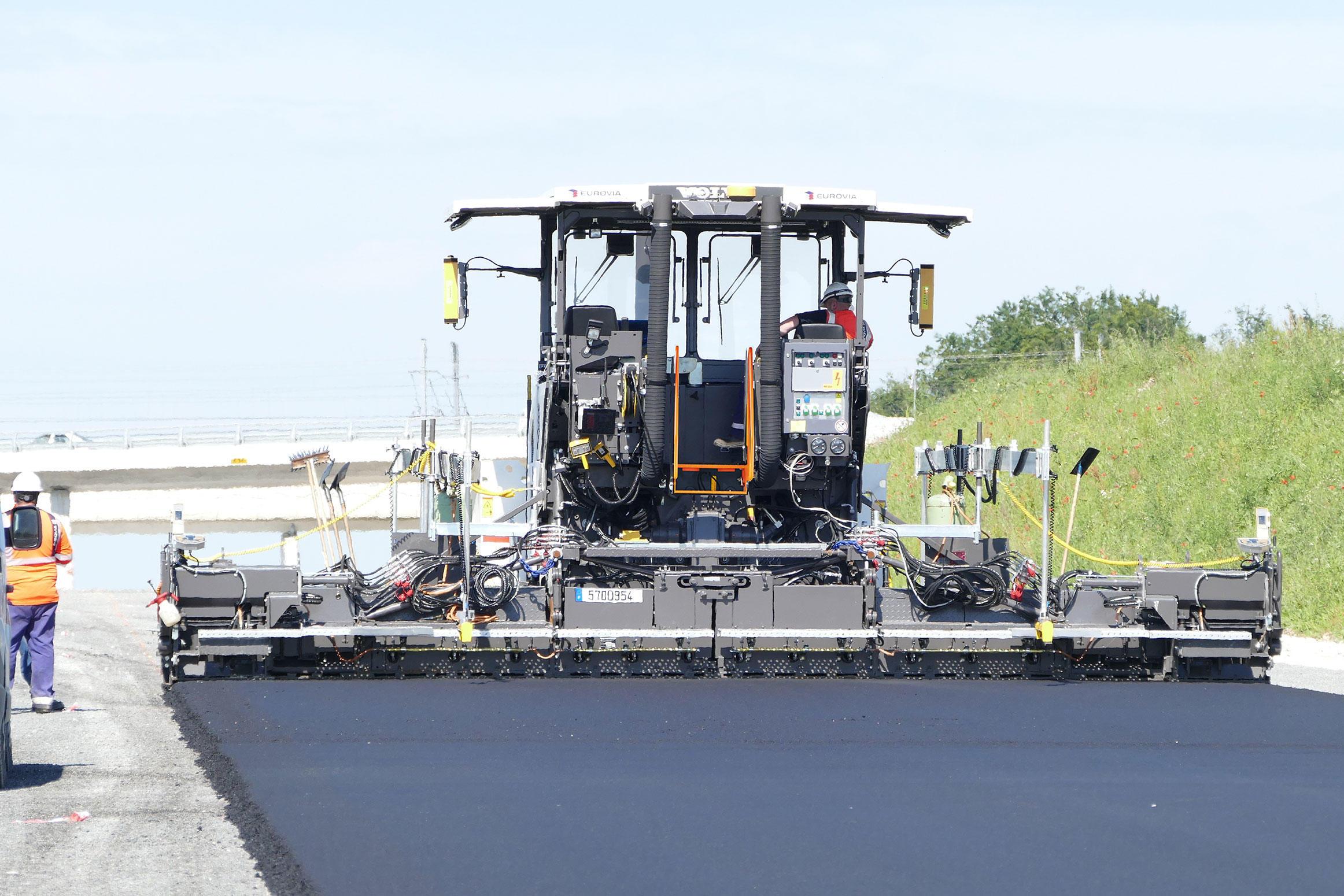 Volvo banddriven asfaltläggare P8820D