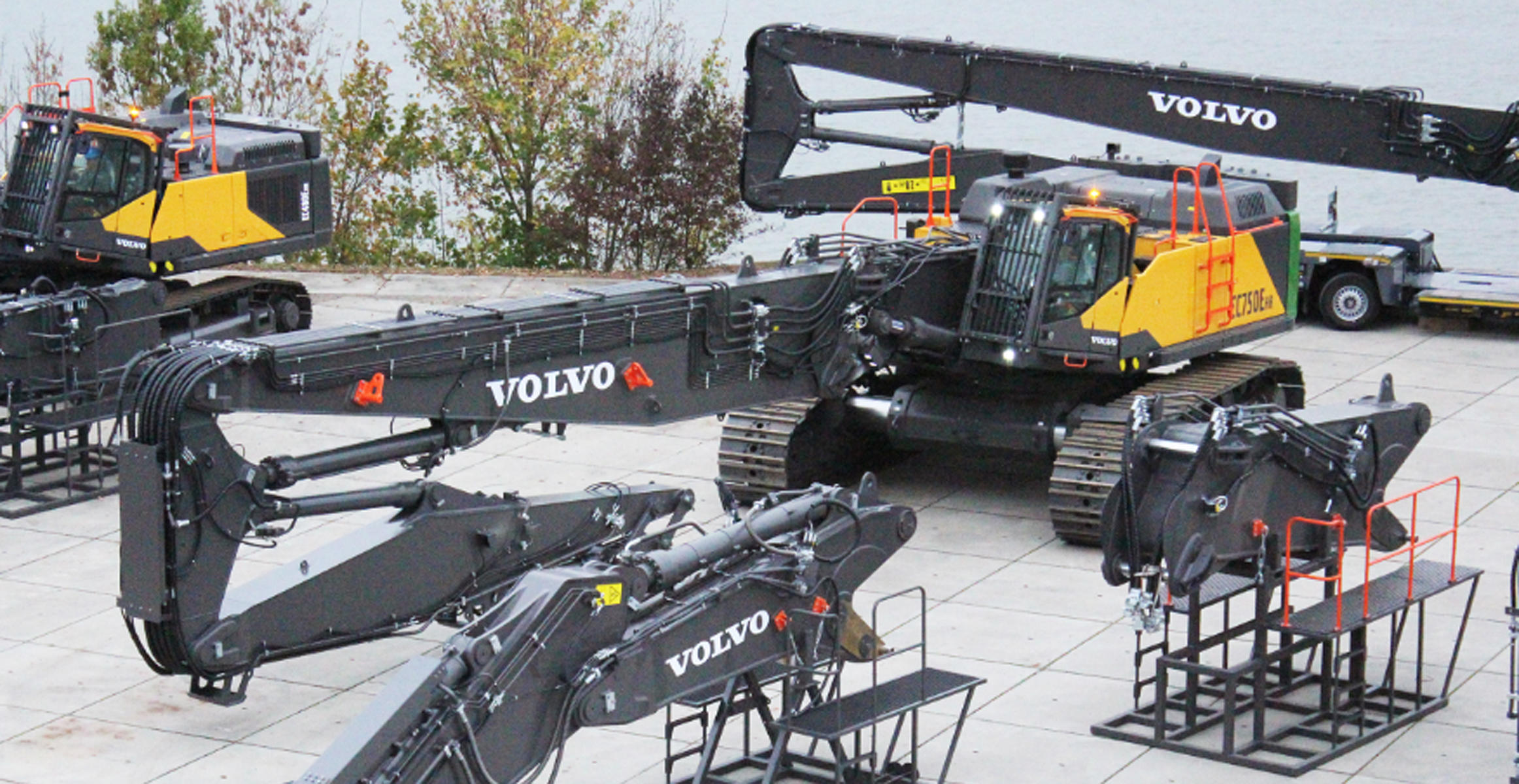 The first Volvo EC750E HR demolition excavator together with its boom sets