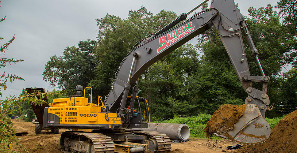 Even on the 25 degree slant of the Provin Mountain, the Volvo EC700C yields superior digging performance, optimizing productivity and profitability.