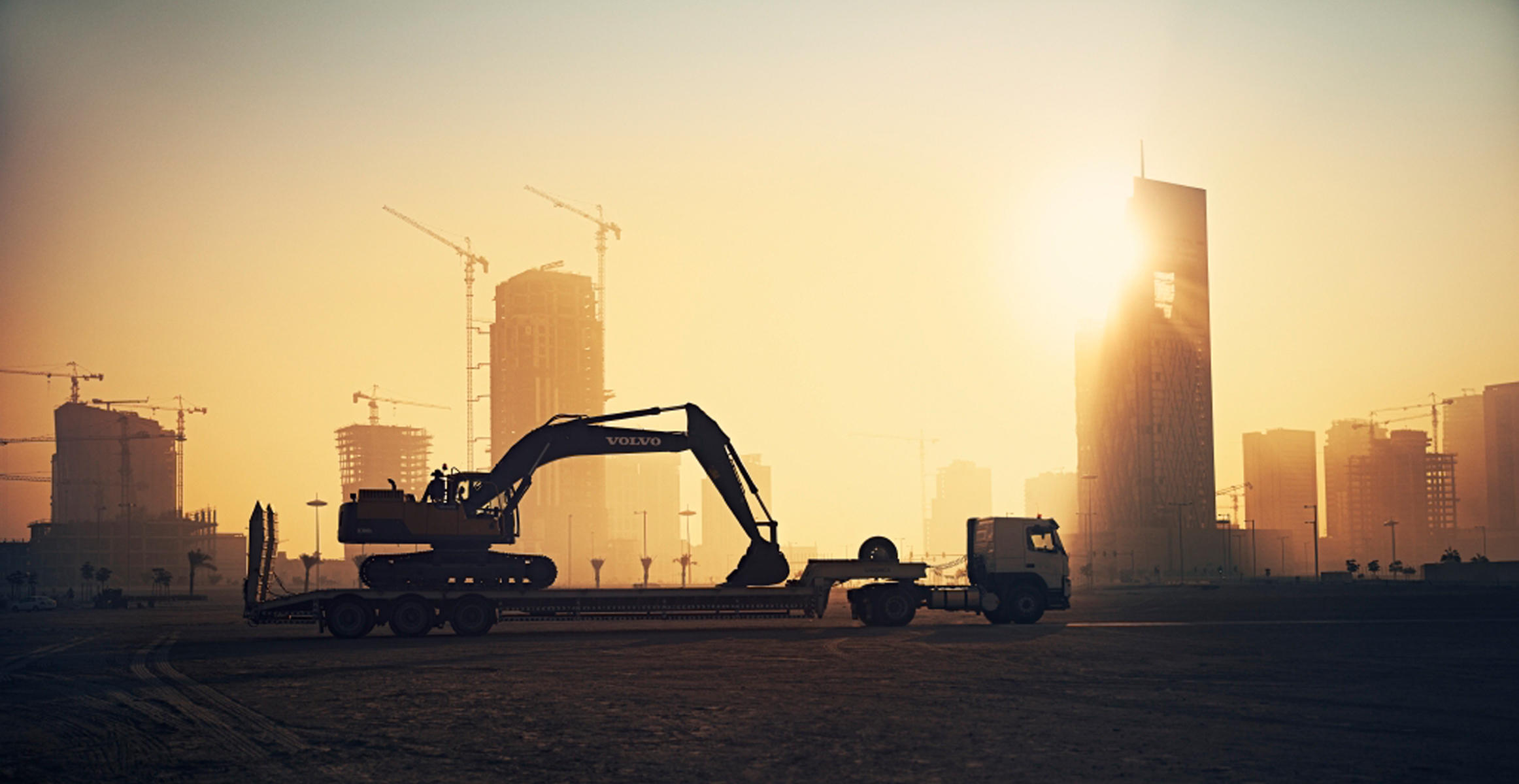 Volvo-machines-help-to-build-smart-city-in-the-desert-02-2324x1200