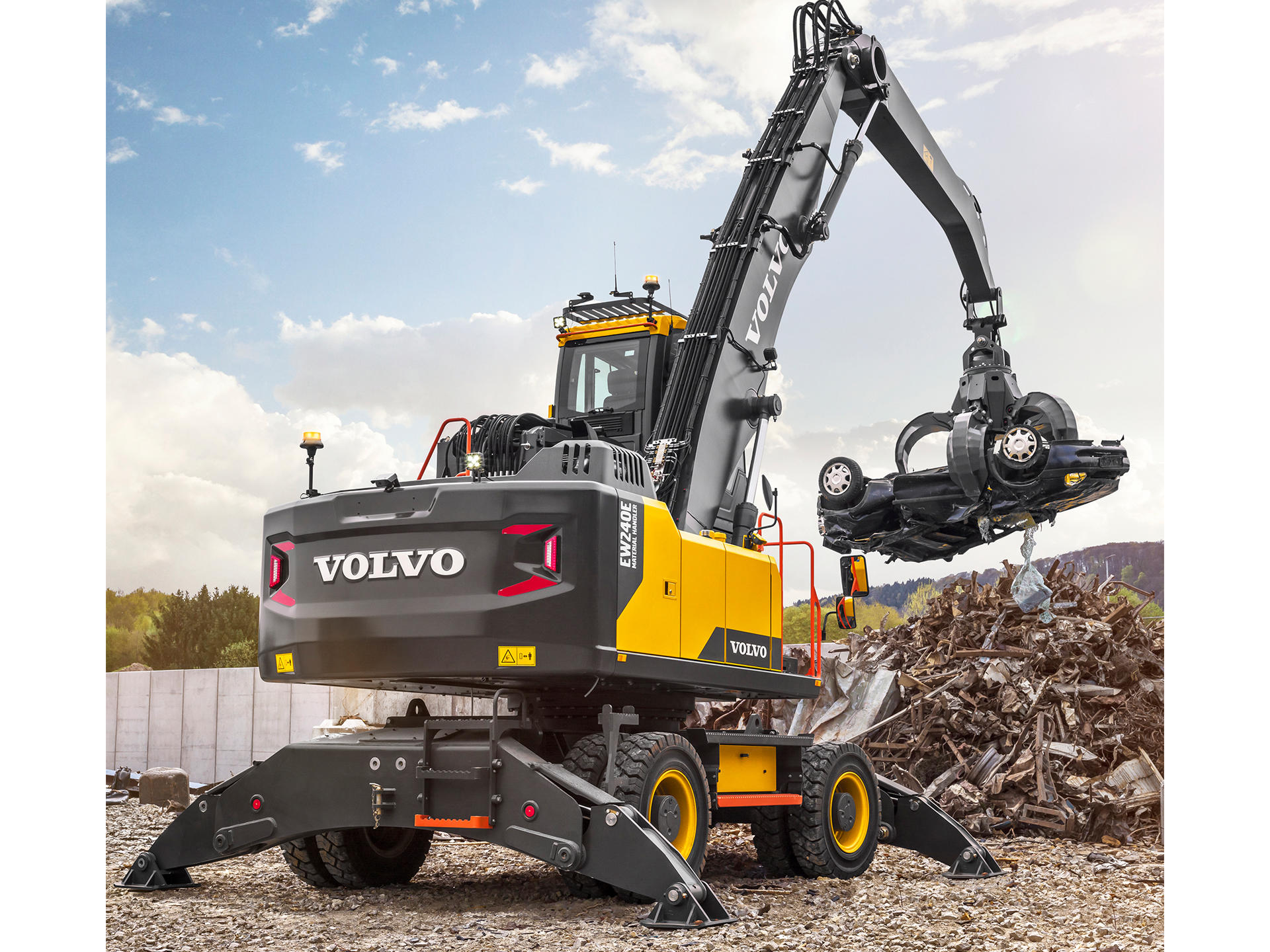 built-by-the-best-introducing-the-all-new-EW240E-material-handler-from-volvo-02-1920