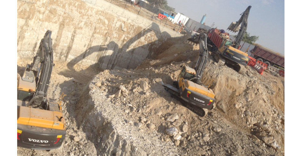 Removing tonnes of overburden earth