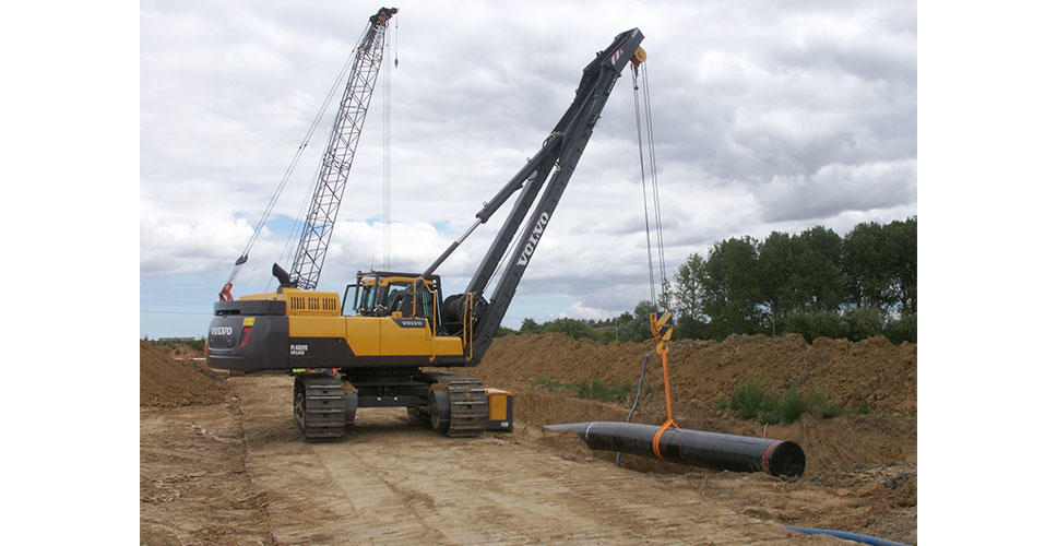The Volvo PL4809D's hydraulic cab elevation offers excellent visibility for the pipelayer tie-ins.