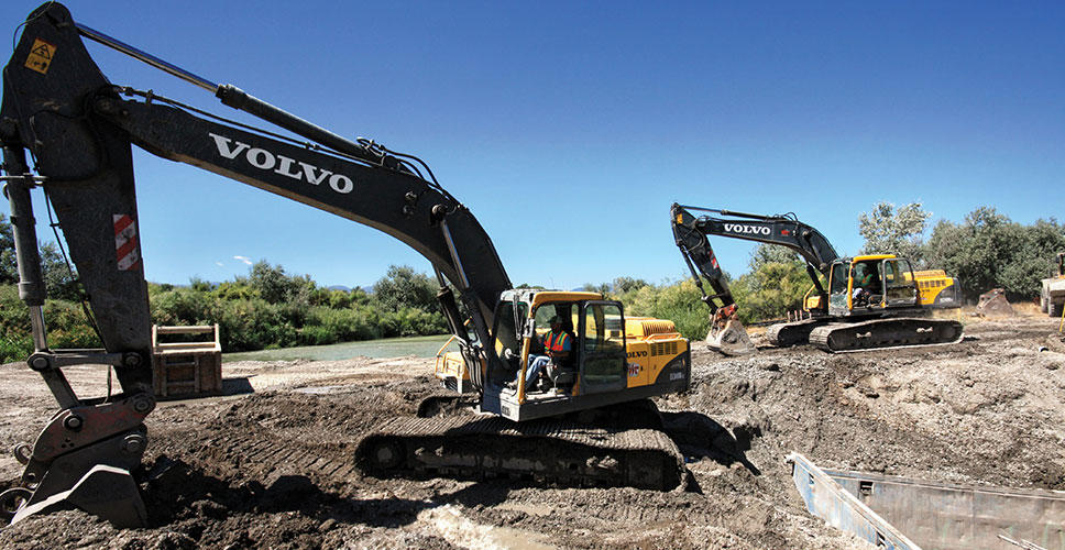 Without Volvo excavators on site, flooding would have occurred and the temporary cofferdam would have been destroyed.
