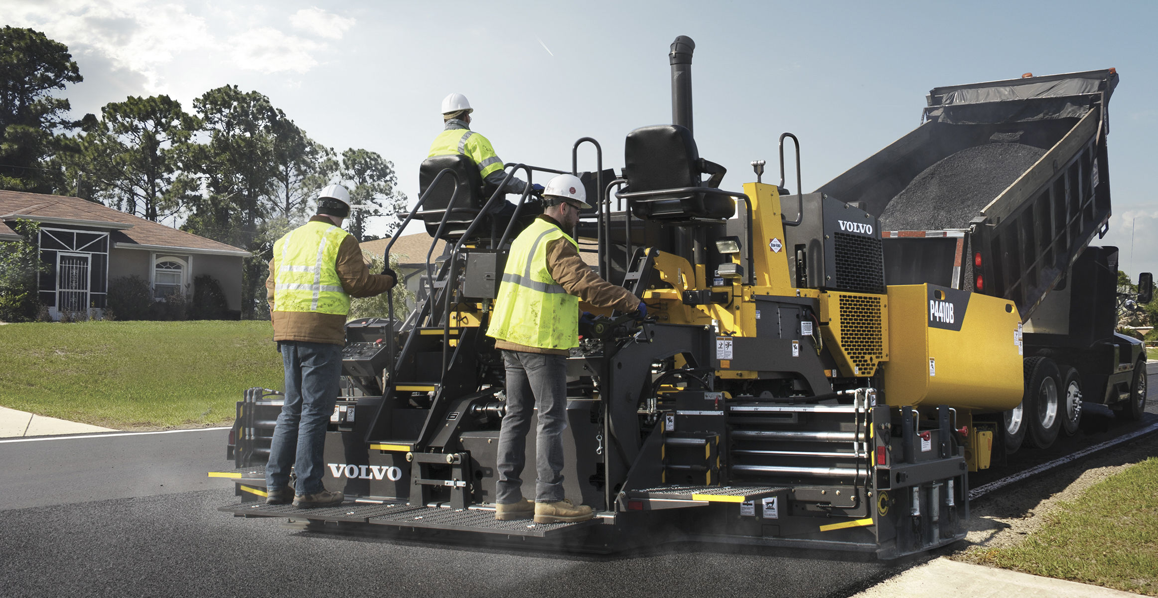 P4410B | Blaw-Knox Tracked Pavers | Overview | Volvo Construction Equipment