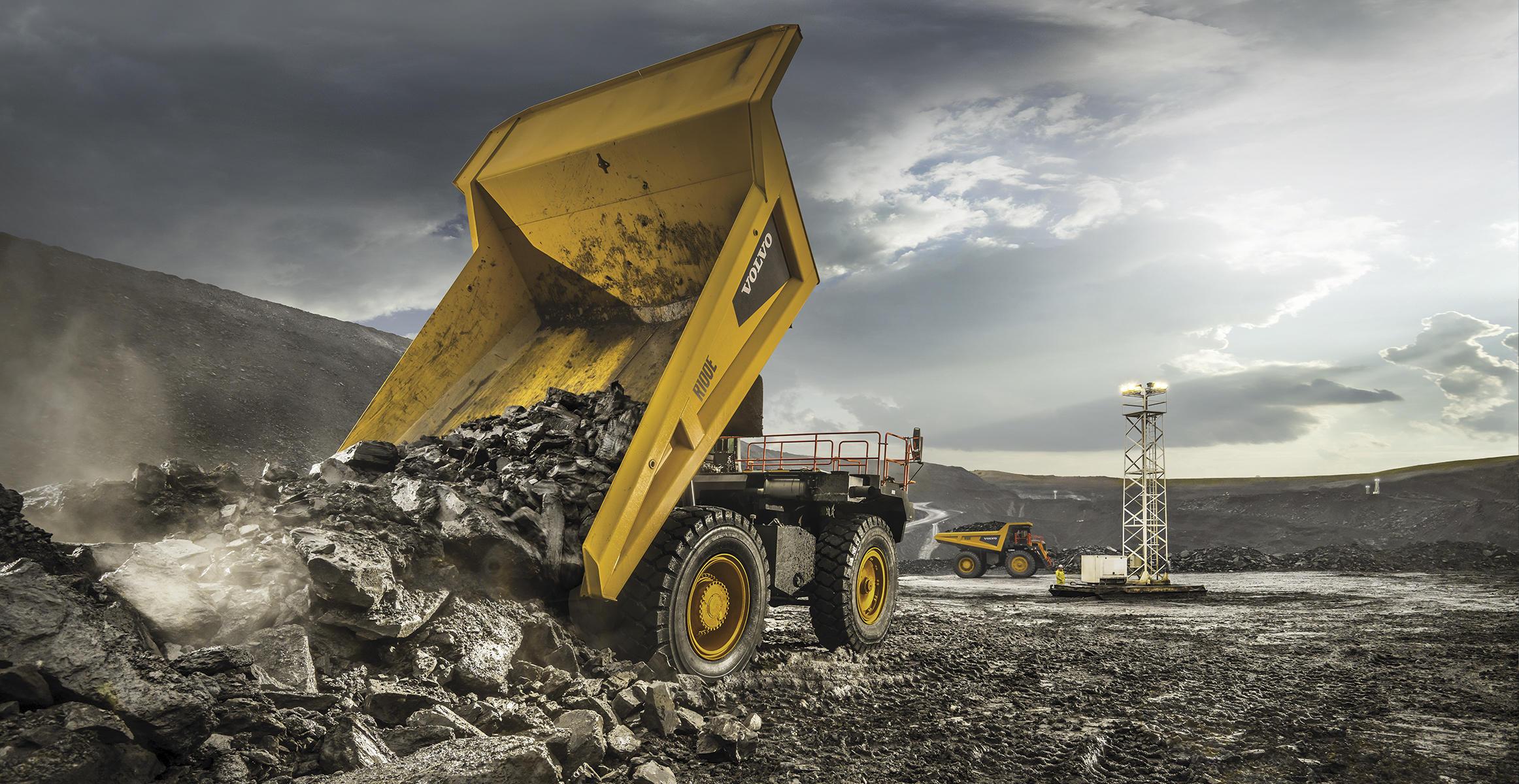 pale grandi le ammiraglie Volvo-benefits-rigid-hauler-r100e-t2-fully-loaded-2324x1200