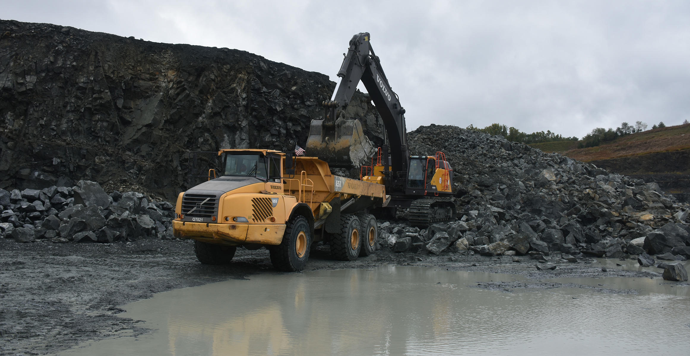 Excavator loading a Volvo Articulated Truck at Savage Stone