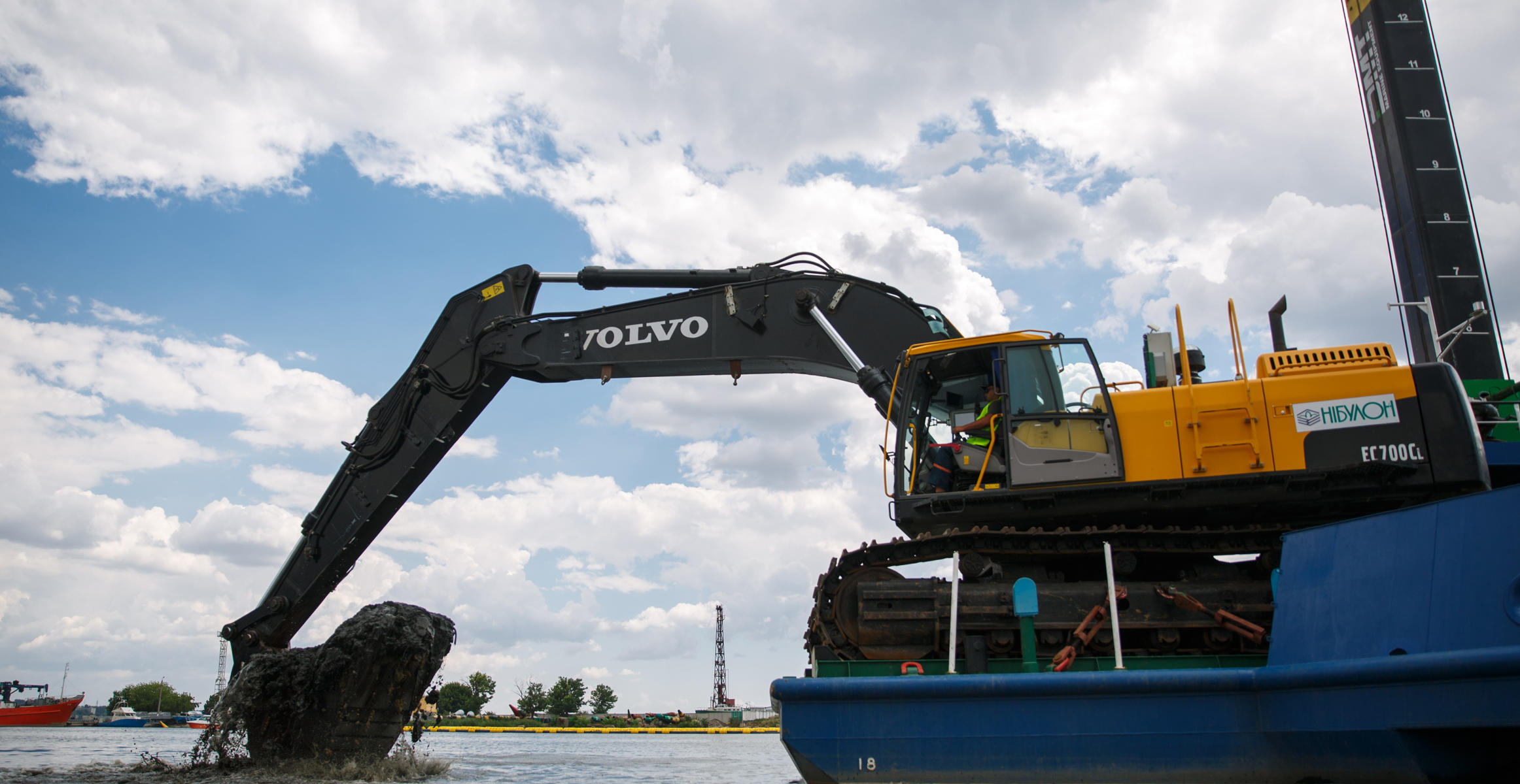 Volvo dredging excavator in action